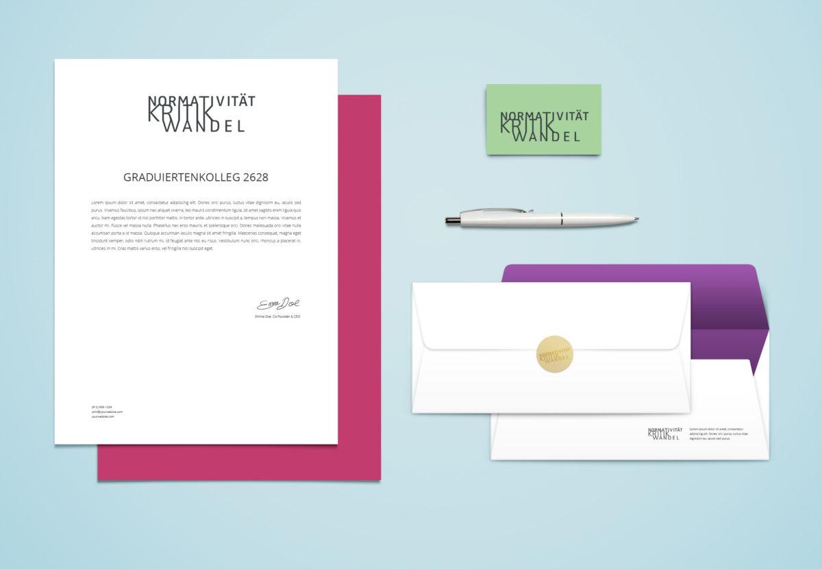 "Logo in Anwendung, Graduiertenkolleg 2638 ""Normativität Kritk Wandel"" an der Freien Universität Berlin"