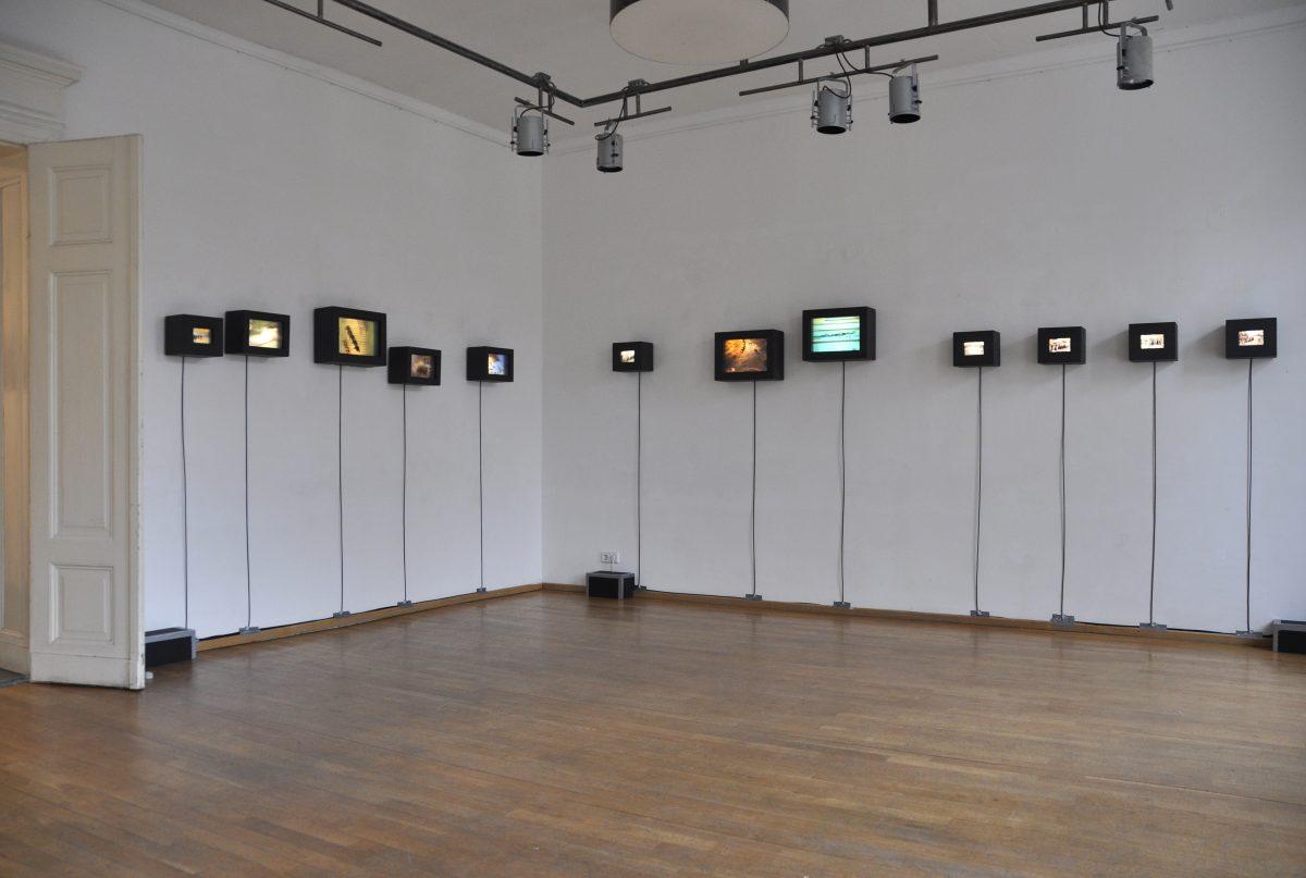 Ausstellung von Tempografien, Titel der Ausstellung: 3 Sekunden Gegenwart, Blick in die Ausstellung mit 12 Tempografien