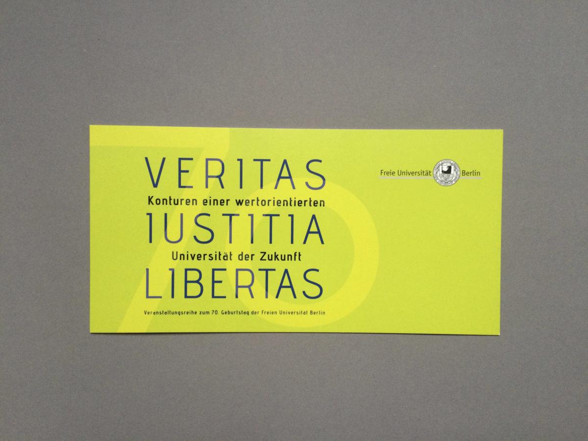 """Einladungskarte für die Veranstaltung zum 70. Jubiläum der Freien Universität Berlin, Ringvorlesung """"Veritas Iustitia Libertas"""""""
