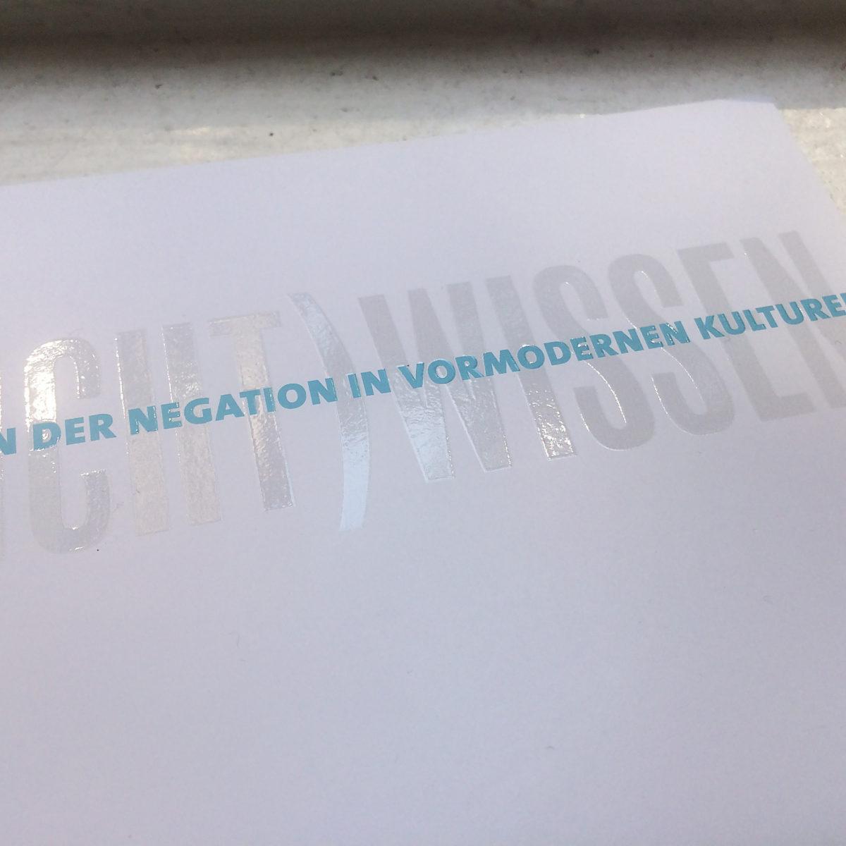 Design des Leitmotivs für die Jahrestagung des SFB 980 Episteme in Bewegung, Freie Universität Berlin, Postkarte