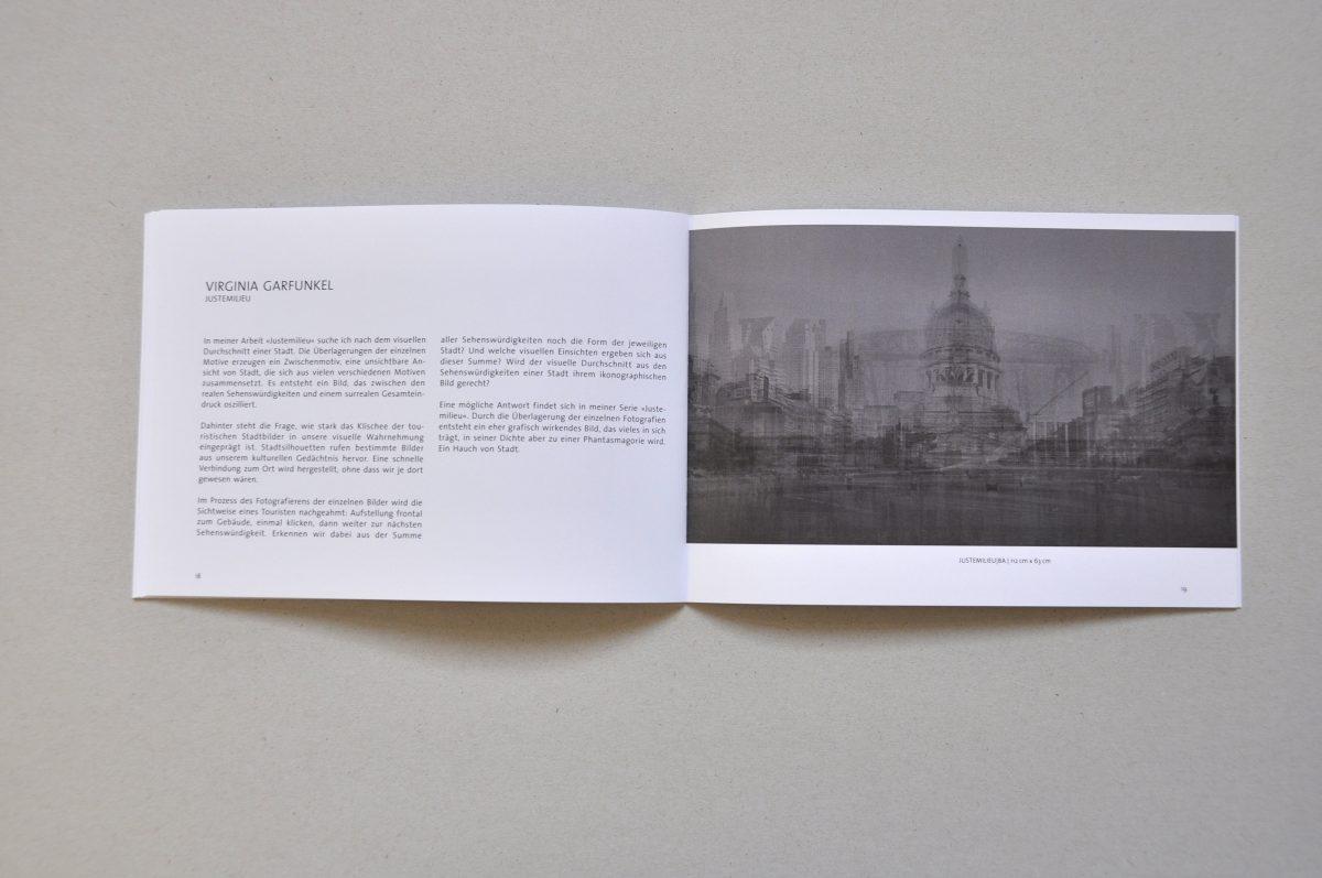 Aufgeschlagener Ausstellungskatalog der Ausstellung IN.BETWEEN, Doppelseite von Virginia Garfunkel