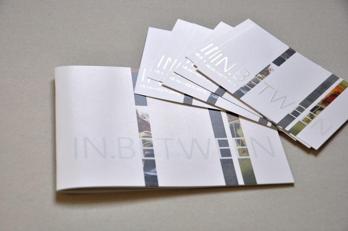 Ausstellungskatalog und Flyer mit UV-Lack für die Ausstellung IN.BETWEEN