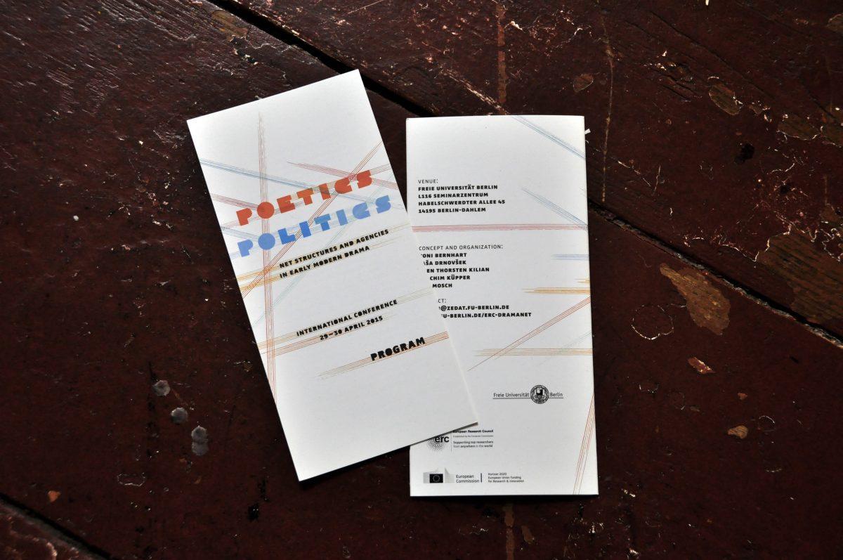 """Vorder- und Rückseite des Programms der internationalen Konferenz """"Poetics Politics"""" von DramaNet, 2015, Freie Universität Berlin"""