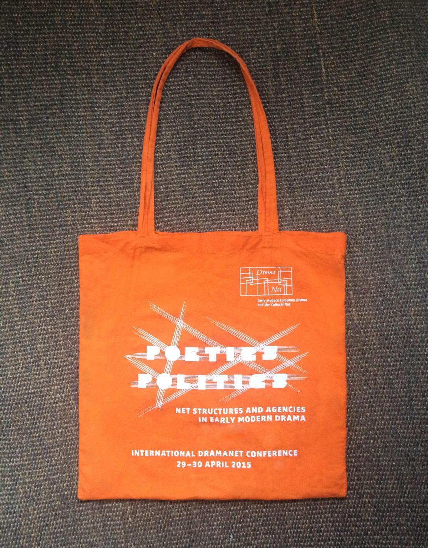 """Jute-Tasche in Orange, produziert für die internationale Konferenz """"Poetics Politics"""" von DramaNet, 2015, Freie Universität Berlin"""