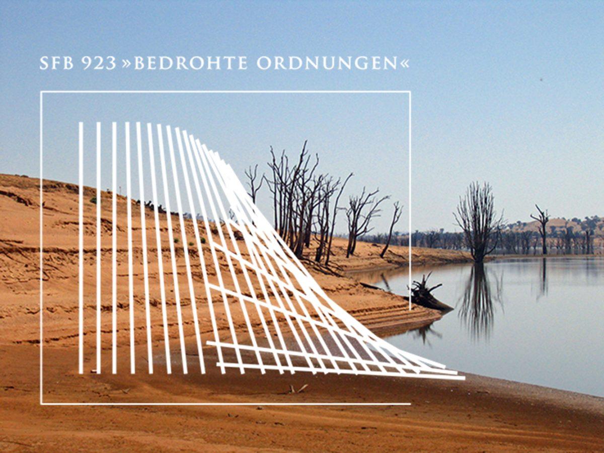 """Bild einer toten Landschaft mit großem weissen Logo im Vordergrund, SFB 923 """"Bedrohte Ordnungen"""" der Universität Tübingen"""