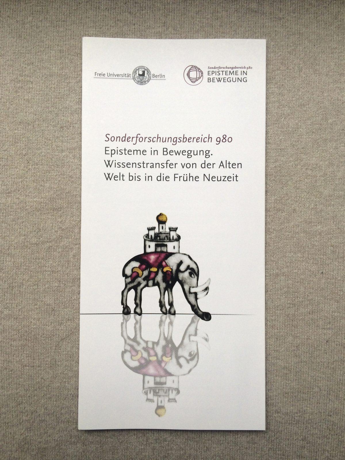 """Ansicht der Vorderseite des neu gestalteten Folders des SFB 980 """"Episteme in Bewegung"""", Freie Universität Berlin"""