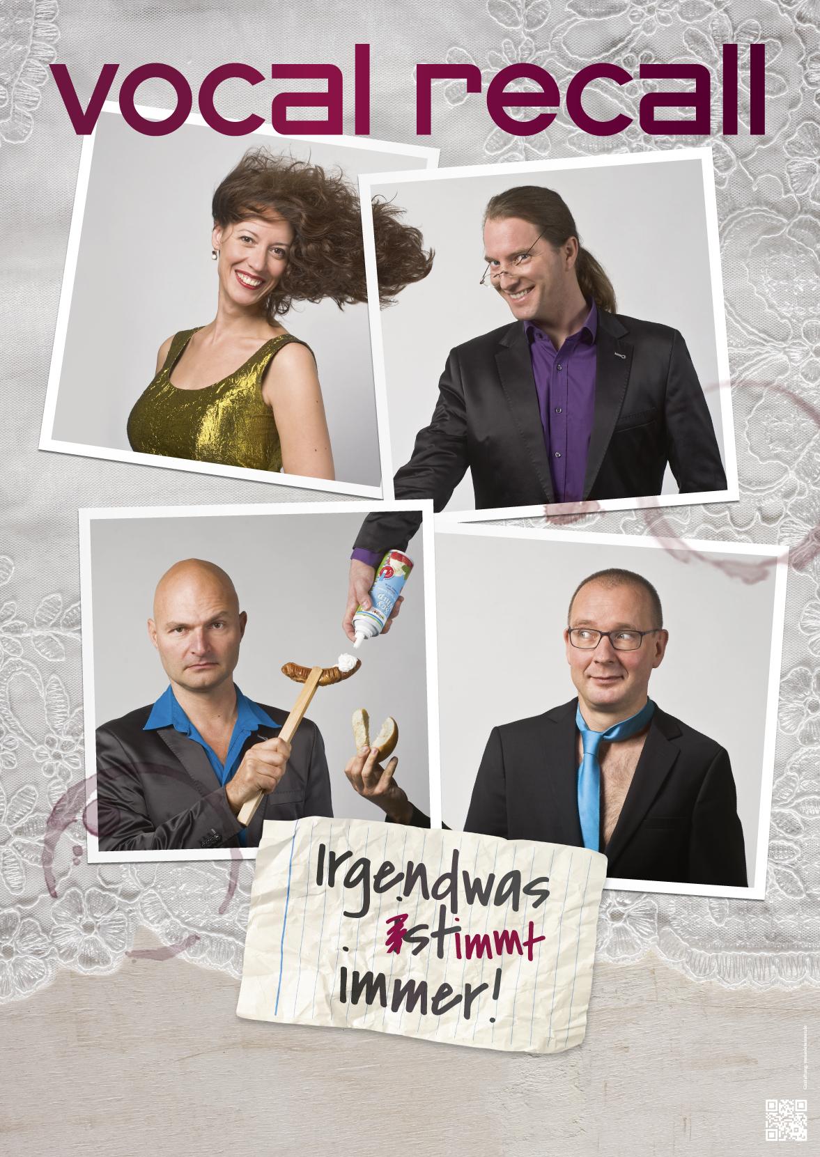 Ansicht des Posters, Portraits der vier Musiker von Vocal Recall auf Tischdecke mit Zettel und Weinglasflecken, Berliner Kabarett-Band